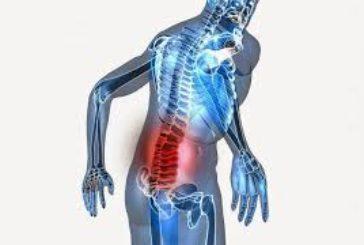 Sollevare pesi con schiena curva fa male?